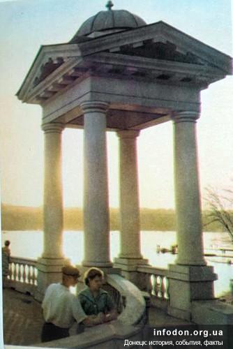 2. В местном парке. Фото Г. Навричевского