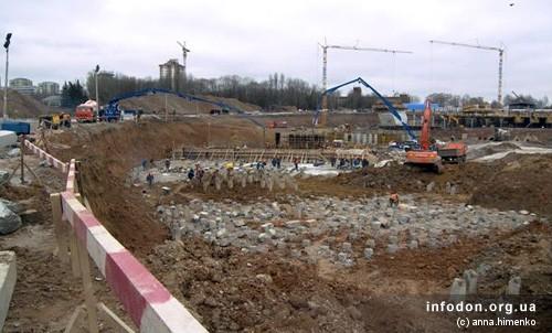Строительство Донбасс Арены. 2006.11.18. Забивка свай