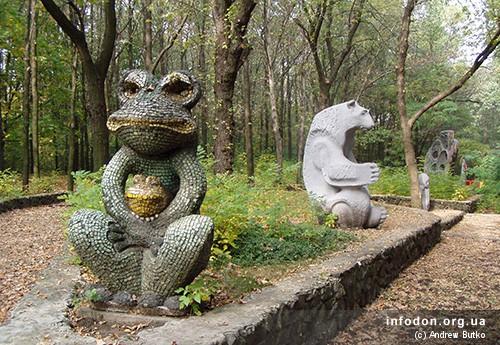 Поляна сказок парка Ленинского комсомола. 2007 год. Жаба и Медведь