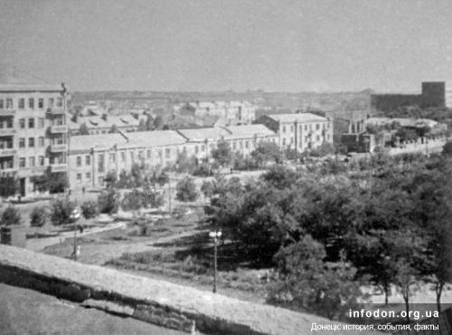 55. Вид с театра на ул.Артема – дома №121,119,117.