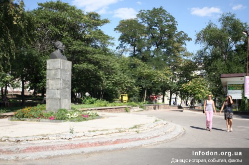 Бывшая Пожарная (ныне им. Дзержинского) площадь могла называться Красной площадью. Фото Даниила Павлова