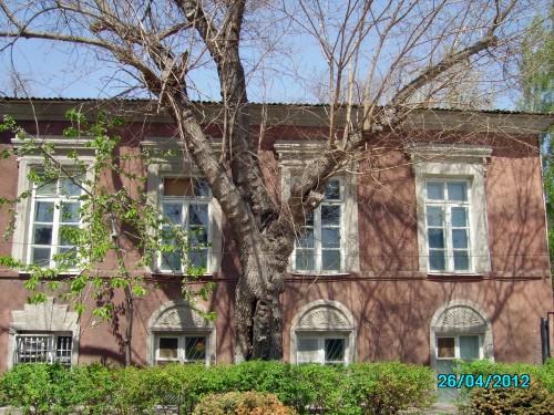 Земская больница— больница, в которой работал доктор Казас (ныне городской роддом)